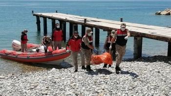 ضحايا حادث غرق قارب  مهاجريين غير شرعيين