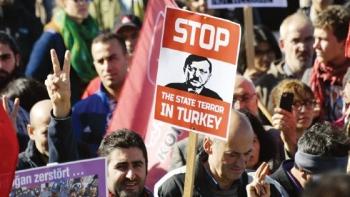 المظاهرات المناهضة للطوارئ في تركيا
