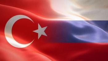 العلم التركي والروسي