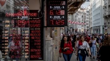 الأتراك يعيشون أزمة اقتصادية- أرشيفية