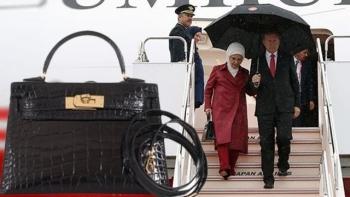 أمينة أردوغان وحقيبتها
