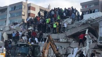 آثار زلزال إزمير