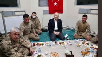 صويلو والجنود الأتراك