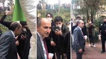 مليح بولو وسط الطلاب المحتجين