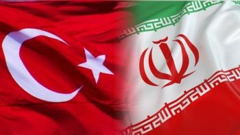 علم تركيا وإيران