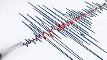 زلزال بالبحر المتوسط