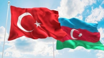 العلم التركي والاذري