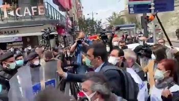 الشرطة التركية تعتدي على مسيرة احتجاجية للعاملين بالرعاية الصحية
