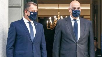 وزيرا الخارجية والدفاع اليونانين