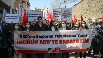 المواطنين الأتراك أمام القنصلية الأمريكية