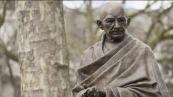 تمثال غاندي