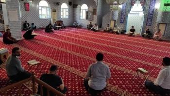 المصلين في الجوامع التركية- أرشيفية