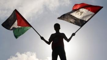 العلم الفلسطيني والمصري