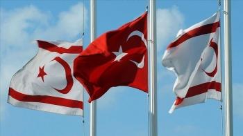علم تركيا وشمال قبرص