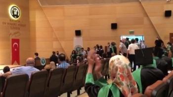 منع الطلاب من دخول قاعة التخرج