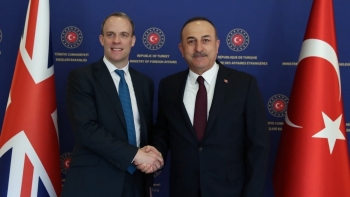 وزير الخارجية التركى ونظيره البريطانى