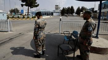 الشرطة الأفغانية في محيط مطار كابول