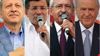 أردوغان وحليفه وداود أوغلو وزعيم المعارضة