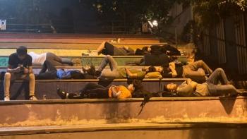 الطلاب ينامون بالشوارع بتركيا