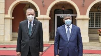 أردوغان والرئيس الأنجولي