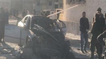 استهداف سيارة مدنية