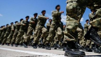 أردوغان يواصل ملاحقة الجيش التركي وتوقيف 20 من الضباط والجنود