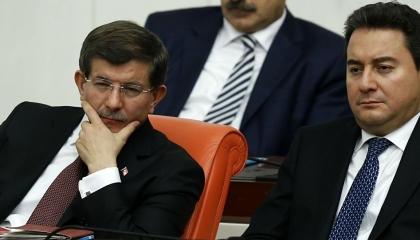 شباب تركيا يستعدون للانضمام إلى 3 أحزاب تعارض أردوغان