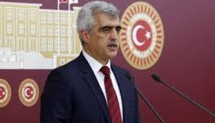 بالفيديو.. نائب تركي معارض: فصل العمال بمراسم القوانين «إبادة جماعية»
