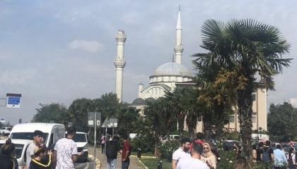 الشرطة التركية تغلق مسجدًا بعد دمار مئذنته في زلزال إسطنبول