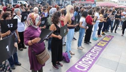 بالصور  احتجاجات نسائية بإسطنبول تنديدًا بالعنف ضد المرأة
