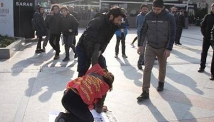 فيديو| الشرطة التركية تعتقل معلمتين خلال مظاهرات ضد «الفصل التعسفي»