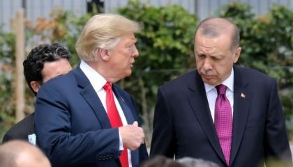 الثمن 10 آلاف داعشي في حضن أردوغان.. لماذا سمحت أمريكا بعملية شمال سوريا؟