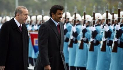 الأمير القطري يعزي حليفه التركي في ضحايا المروحية العسكرية