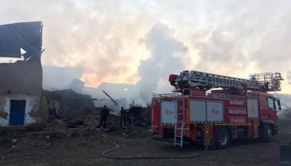 حريق يدمر 7 منازل وحظيرتين في مدينة بايبورت