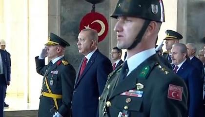 بالفيديو.. أردوغان يحيي ذكرى إعلان الجمهورية التركية بـ«الملابس العثمانية»