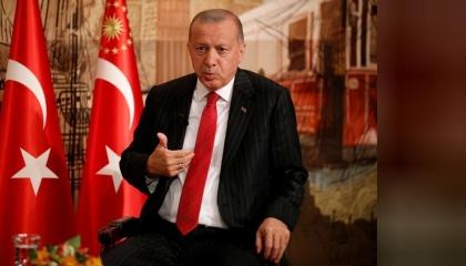 تقرير أمريكي: أردوغان شرد 130 ألف موظف واعتقل أكثر من 80 ألفًا في عام واحد