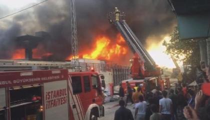 حريق بمصنع الكراسي في إسطنبول