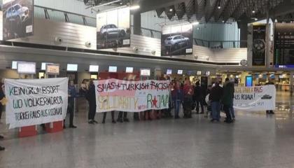 متظاهرون يغلقون الخطوط الجوية التركية بفرانكفورت للتنديد بالعدوان على سوريا
