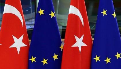 أوروبا تخضع لابتزاز أردوغان.. 50 مليون يورو لتركيا لمنع تدفق اللاجئين