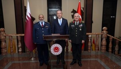 «لقاء يومي معتاد».. وزير الدفاع التركي يستقبل نظيره القطري