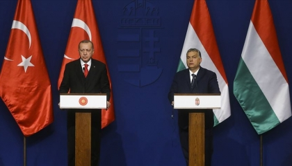 أردوغان لا يمل من اللعب بورقة اللاجئين ويجدد تهدديه لأوروبا من المجر