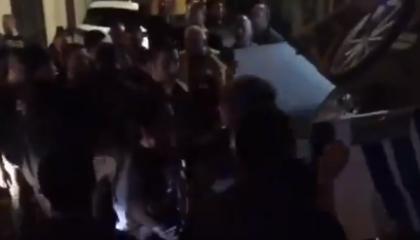 فيديوجراف.. شرطة أردوغان تضرب باعة إسطنبول الجائلين بالغاز وتصادر بضائعهم