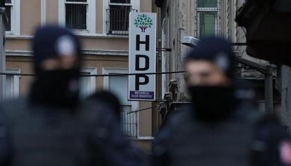 شباب المعارضة التركية المعتقلون يضربون عن الطعام بسبب التفتيش القسري