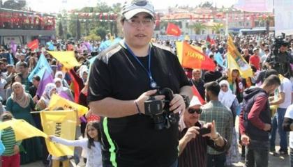 الشرطة التركية تداهم منزل الصحفي روكان دمير وتعتقله بتهمة الإرهاب