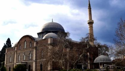 «العدالة والتنمية» يعرض جامعًا تركيًا أثريًا للبيع والحجة: تسديد الضرائب