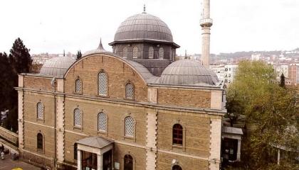 حزب أردوغان يبيع مساجد تركيا التاريخية ويغلقها بسبب الديون