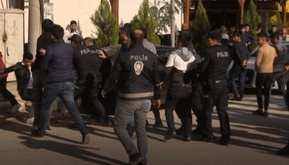 تركيا تعتقل محتجين على عزل رؤساء البلديات.. والمعارضة تهاجم النظام: لصوص
