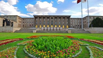 منها 2 مليون و500 ألف للمطبخ.. تخصيص 6 ملايين ليرة لتجديد البرلمان التركي