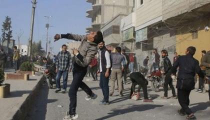 بالفيديو.. السوريون ينتفضون ضد جيش أردوغان: «الباب حرة حرة التركي يطلع برا»