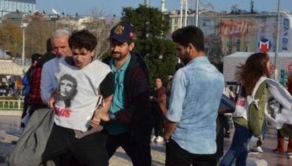 فيديوجراف: أردوغان يعتقل تلاميذ تركيا المطالبين بتحقيق العدالة الناجزة